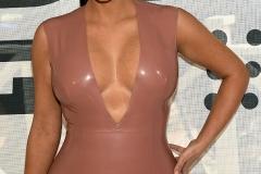 Kim Kardashian Busen-Geheimnis